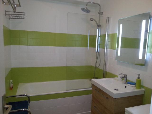 Appartement location appartement au c ur d 39 hendaye plage - Meuble salle de bain avec lave linge integre ...