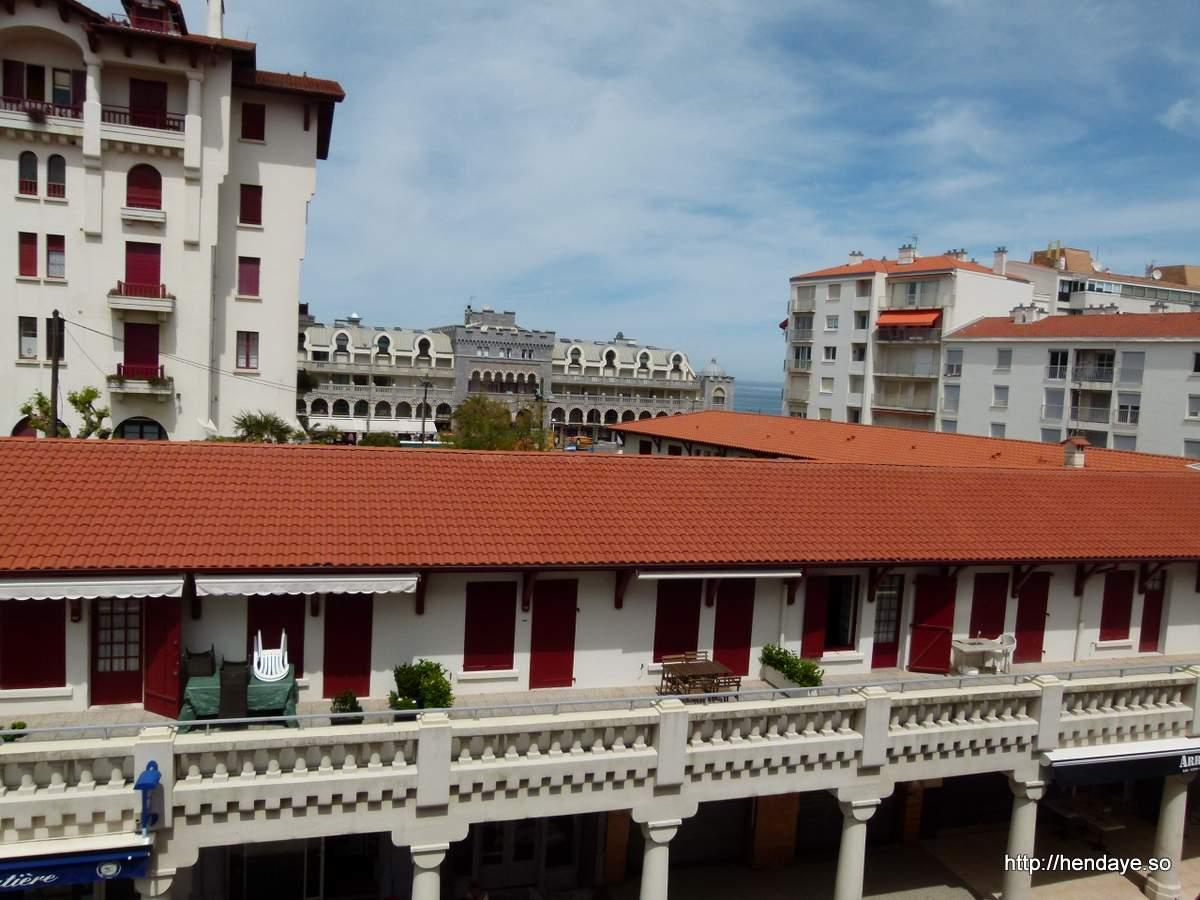 Vue depuis le balcon en direction de la plage