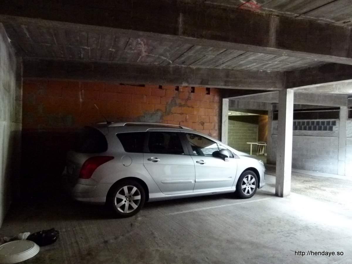 Place de parking ouverte en sous sol